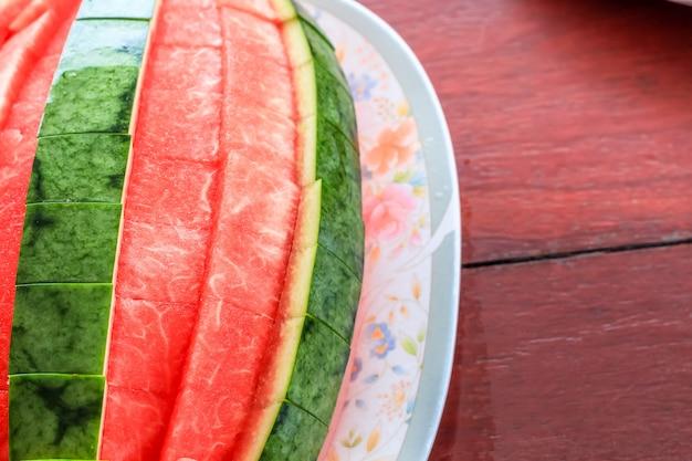 Schließen sie herauf die draufsichtart der abgezogenen essfertigen wassermelone.