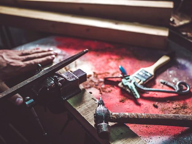 Schließen sie herauf handwerkshauptschlüssel in der werkstatt