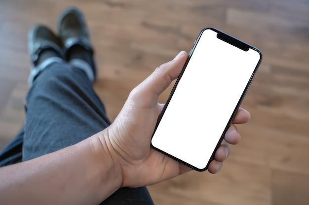 Schließen sie herauf mannhände unter verwendung des intelligenten telefons technologie- und telefontechnologietrends