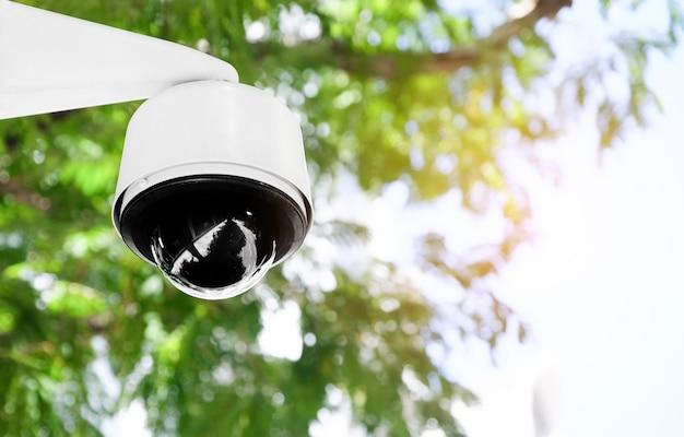 Schließen sie herauf moderne öffentliche cctv-kamera