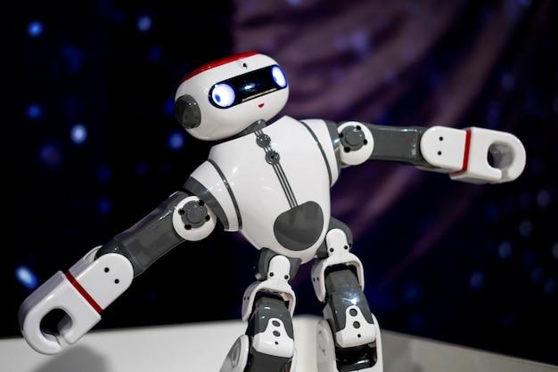 Schließen sie herauf modernen roboter, künstliche intelligenz