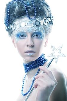 Schließen sie herauf porträt der winterkönigin mit künstlerischem make-up