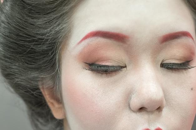 Schließen sie herauf porträt einer japanischen geisha-frau.