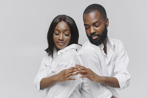 Schließen sie herauf porträt eines stilvollen afrikanischen paares