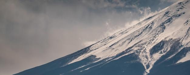 Schließen sie herauf spitze des fuji-berges mit schneedecke auf die oberseite mit könnte, fujisan
