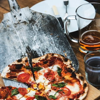 Schließen sie herauf vegetarisches pizza-serve-konzept