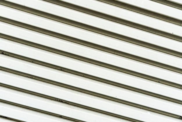 Schließen sie herauf weiße gemalte metallluft-grillbeschaffenheit. perfekt für den hintergrund.