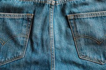 Schließen Sie hintere Taschen der Denim Blue Jeans