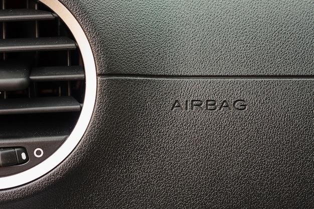 Schließen sie oben airbag-zeichen im auto