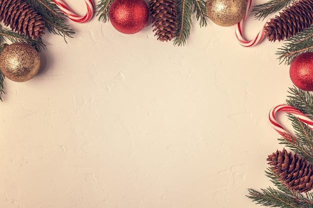 Schließen sie oben auf weihnachtsdekorationen mit kugeln