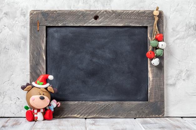 Schließen sie oben auf weihnachtshirsch und tafel