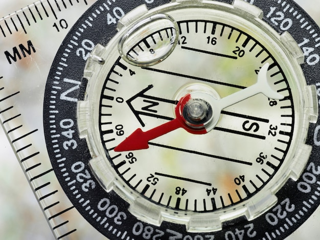 Schließen sie oben vom kompass-gesicht