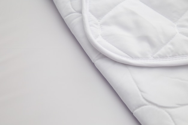 Schließen sie oben vom weißen matratzenbettungsmusterhintergrund