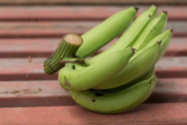 Schließen sie oben von der grünen bananenfrucht