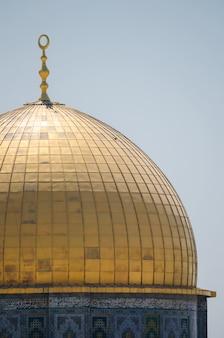 Schließen sie oben von der haube auf dem felsendom auf dem tempelberg von jerusalem, israel