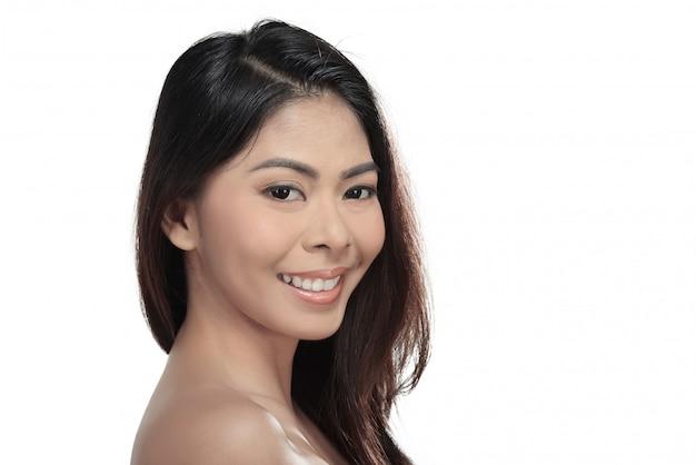 Schließen sie oben von der jungen asiatischen frau mit perfektem make-up