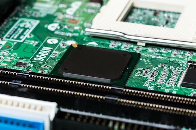 Schließen sie oben von einer grünen computerleiterplatte