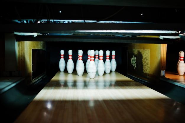 Schließen sie oben von zehn stiften am bowlingspielverein.