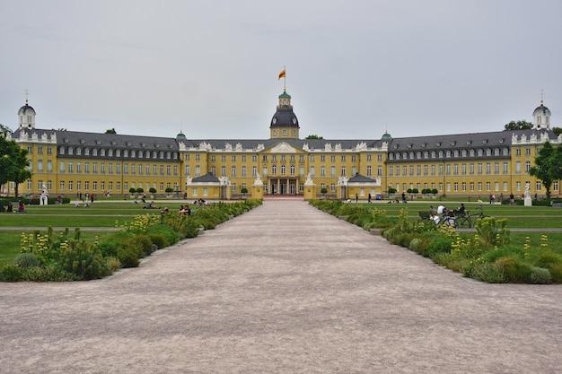 Schloss karlsruhe in karlsruhe, baden-württemberg, deutschland.