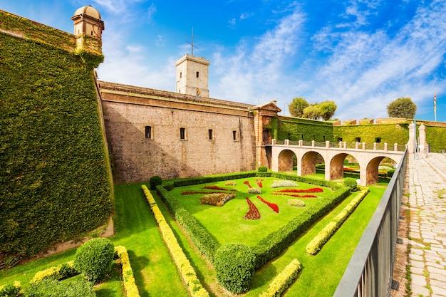 Schloss montjuic oder castell de montjuic oder castillo de montjuich ist eine militärische festung auf dem hügel montjuƒc in barcelona in katalonien, spanien
