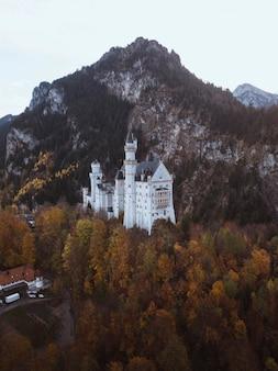 Schloss neuschwanstein im herbst, deutschland