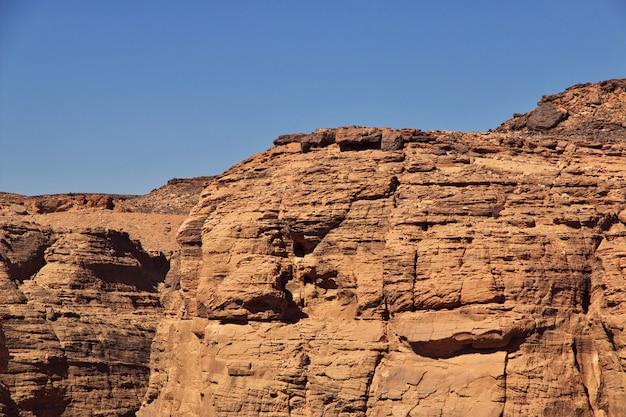 Schlucht in der sahara-wüste, sudan