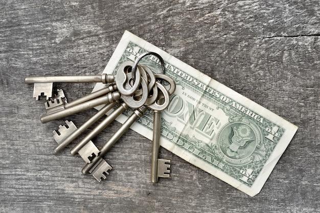 Schlüssel und geld