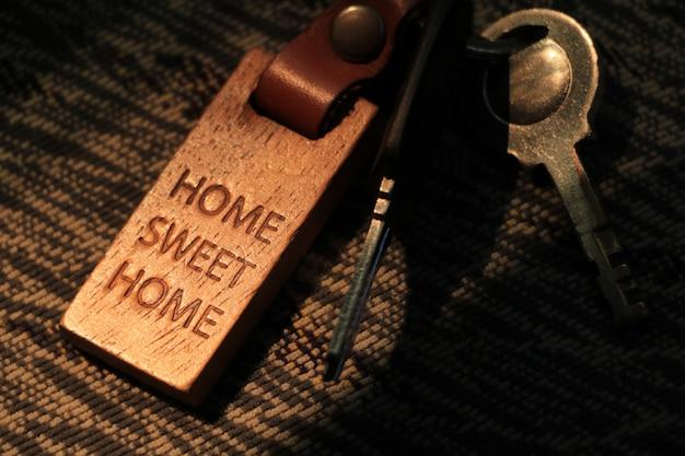 Schlüssel und holzschlüsselkette