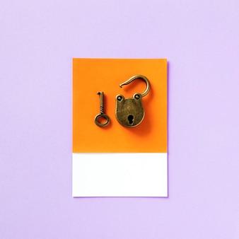 Schlüssel und vorhängeschloss der alten schule