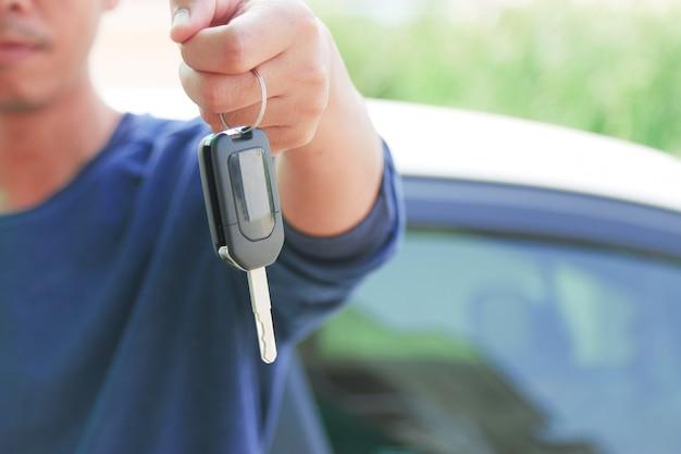 Schlüssel zum auto.