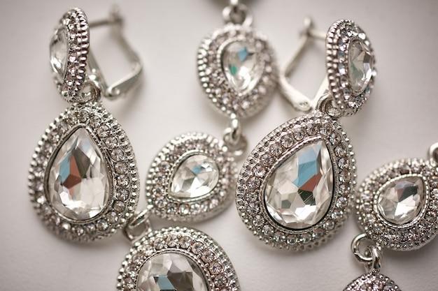 Schmuck der jewelrwomen der frauen, nahaufnahme, nahaufnahme