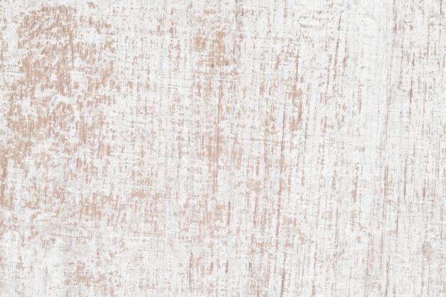 Schmutz, der altem hölzernem hintergrund der weißen farbe abzieht