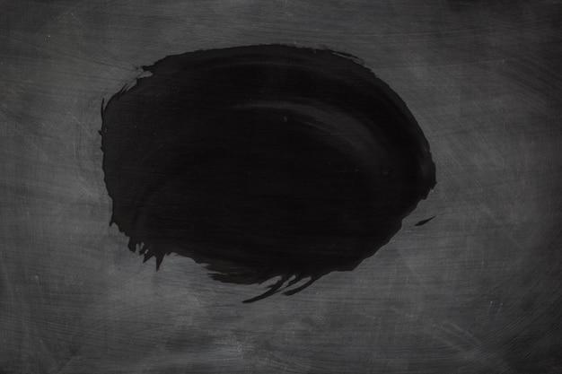 Schmutzige beschaffenheit des schwarzen schmutzes. abstrakte kreide rieb heraus auf tafel- oder tafelhintergrund.
