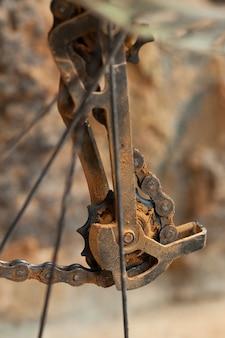 Schmutziger mountainbike-umwerfer