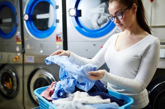 Schmutziges hemd, wäscheservice