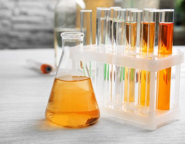 Schmutzwasser in einem labor testen