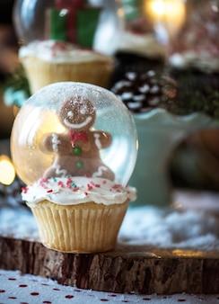 Schneekugel cupcake zu weihnachten