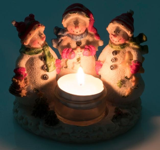Schneemänner-weihnachtsdekor für hintergrund oder postkarte