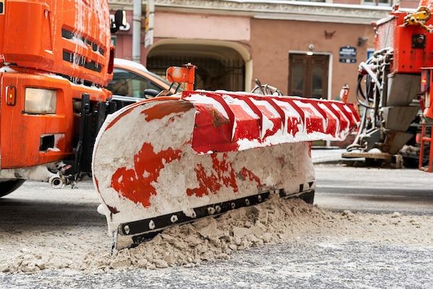 Schneeräumung auf den straßen der schmerzhaftesten europäischen stadt