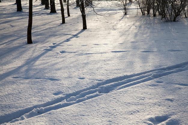 Schneeverwehungen im winter