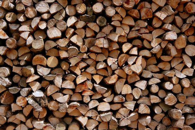 Schneiden sie brennholzstapelprotokolle als musterhintergrund