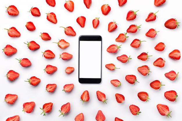 Schneiden sie erdbeeren zum telefonieren