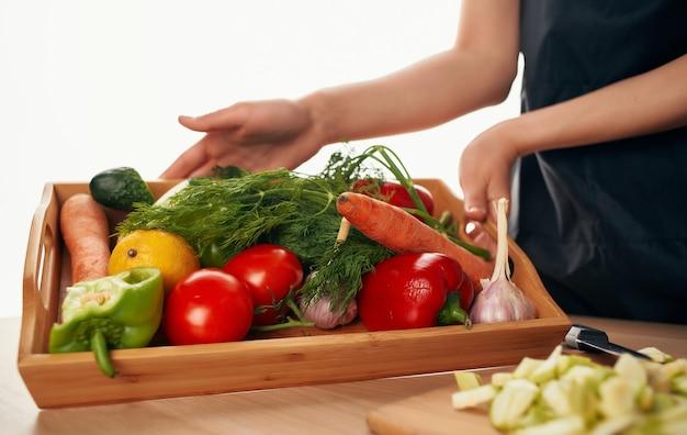 Schneiden von gemüse kochen lebensmittel gesunde lebensmittel diät lebensmittelwirtschaft