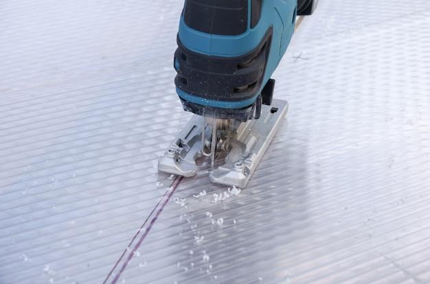 Schneiden von polycarbonatplatten mit einer stichsäge