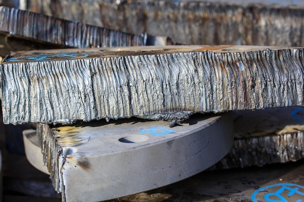 Schneiden von stahl in der heizungsindustrie.