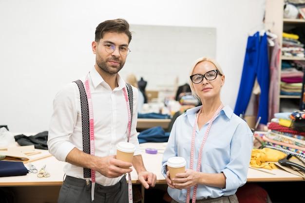 Schneider posieren während der kaffeepause