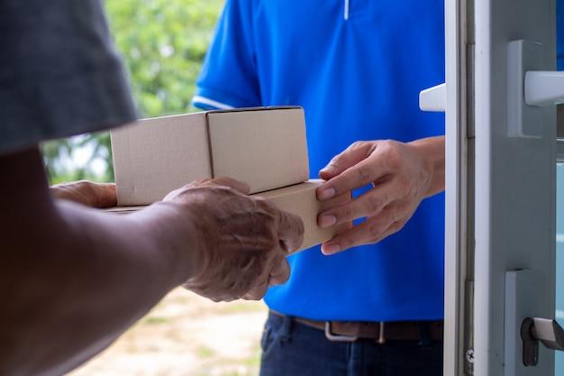 Schnelle lieferung der pakete an die empfänger, vollständige produkte, beeindruckende services.
