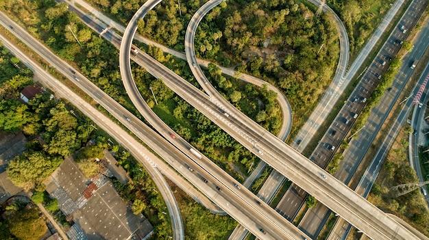 Schnellstraßen, die stark befahren werden