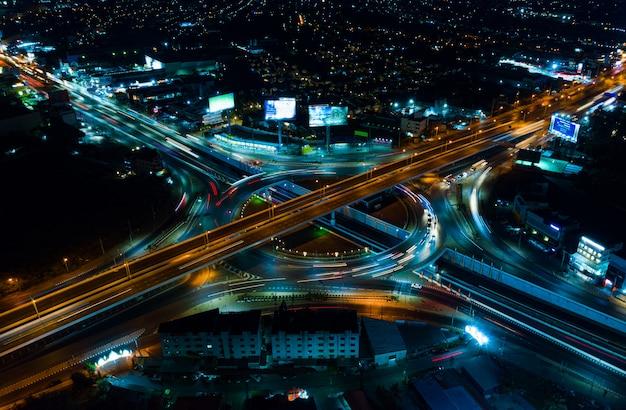 Schnellstraßen-draufsicht, straßenverkehr eine wichtige infrastruktur in thailand