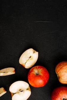 Schnitt und ganze äpfel